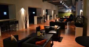 Lounges mit Sicht auf die Spielbereiche